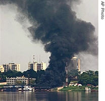Black smoke rise in the air, at the city of Kinshasa, Congo, in this photo taken from Brazzaville, the capital of the neighboring, Republic of Congo, 23 Mar 2007