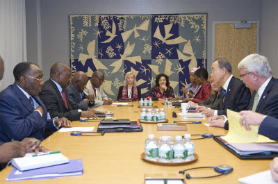 Secretary-General Ban Ki-moon (right) meets with Joseph Kabila Kabange, President of the Democratic Republic of Congo