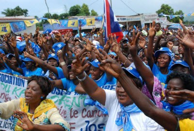 Kabila supporters during a camgaign stop in Mbuji Mayi, Kasai-Oriental Province