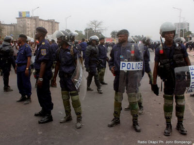 Police out in Kinshasa on 9.5.2011 as Etienne Tshisekedi enrolled as a presidential candidate followed by his supporters