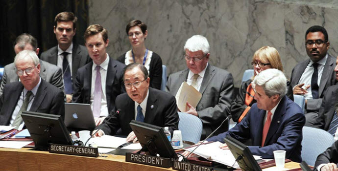 Secretary-General Ban Ki-moon (centre) addresses the Security Council. At right is United States Secretary of State John Kerry