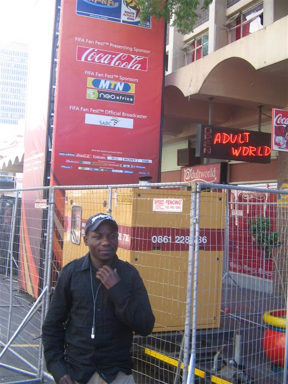 There I'm going to the FIFA draw for the FIFA wolrd cup in Long street cape-Town. La je vais assister au tirage aux sorts du Mundial 2010 a Cape Town.