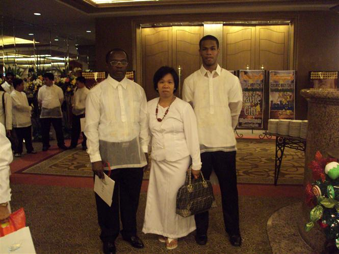 Mr. and Mrs Lutia and Elder son Ju-Young, celebrating True Children's day on Dec 19,2010